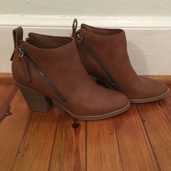 53ea2b9bf7f0 DV by Dolce Vita Shoes - Dolce Vita Target Brown Ankle Boots - size 7.5